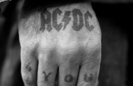 """Το τραγούδι των AC / DC """"Thunderstruck"""" βελτιώνει την ισχύ του φαρμάκου κατά του καρκίνου!"""