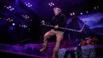 BRUCE DICKINSON: Έπεσε από τη σκηνή την ώρα της εμφάνισης των IRON MAIDEN στο Manchester (Βίντεο)
