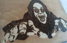 ΔΙΑΓΩΝΙΣΜΟΣ: Κερδίστε μία ξύλινη πυρογραφία του Ozzy Osbourne!